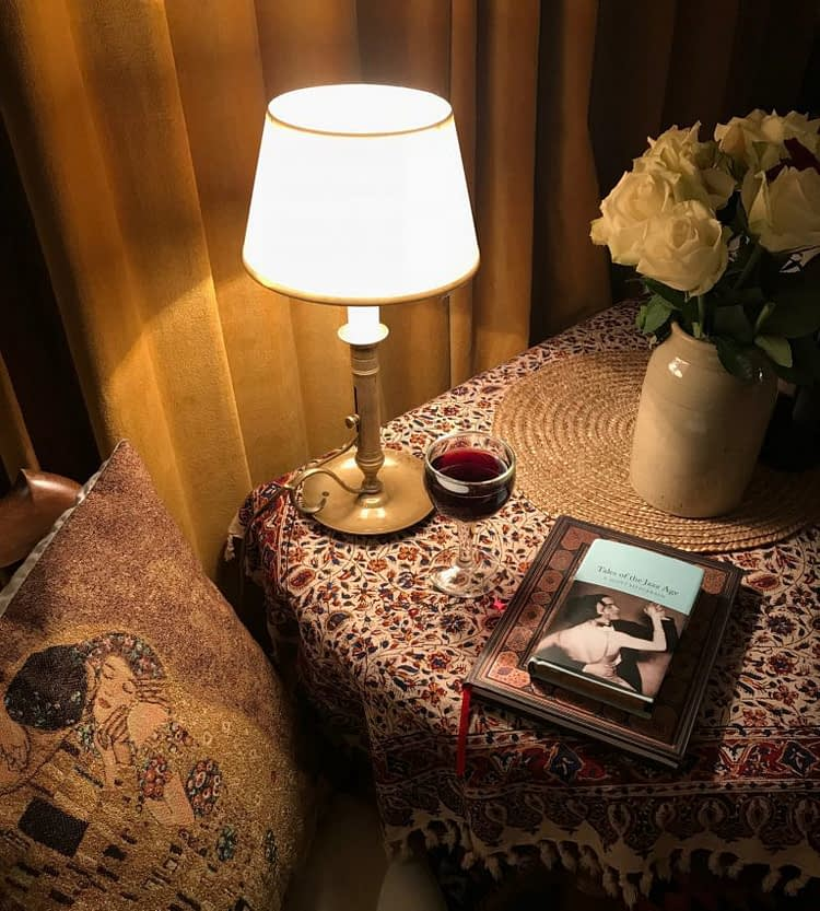 Table lamp flowers Book