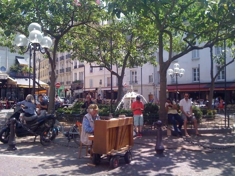 Place de la Contrescarpe Pianist