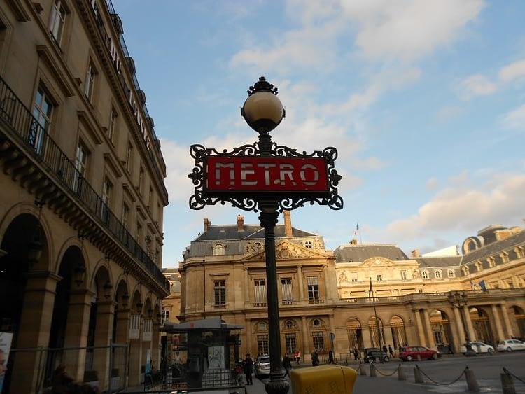 Metro Palais-Royal